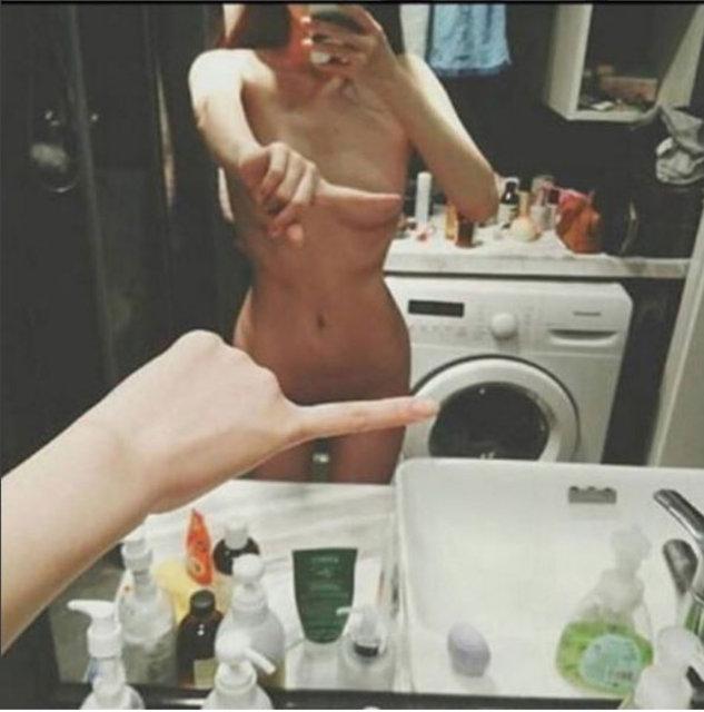 İnternetin en cesur trendi: Tek parmak selfie!