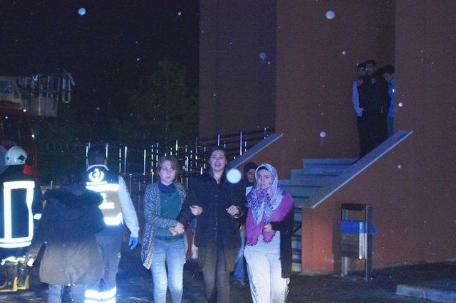 Konya'daki kız öğrenci pansiyonunda yangın paniği