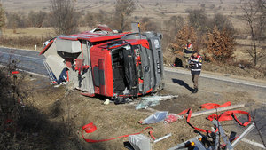 Samsun'da yangına giderken devrilen itfaiye aracının eri hayatını kaybetti