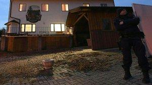 Avusturya'da cinnet getiren anne aileyi katletti
