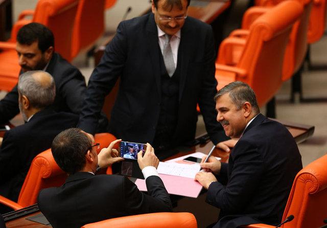 AK Parti vekilleri Anayasa değişikliği kanun teklifini böyle imzaladı