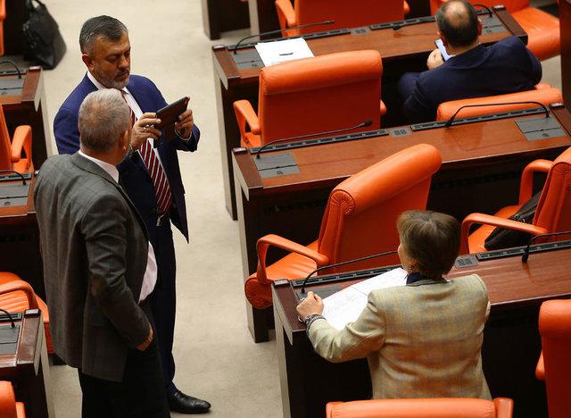 Anayasa değişikliği kanun teklifi, milletvekillerinin imzasına açıldı