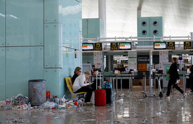 Avrupa'nın göbeğindeki havaalanında çöp dağları!