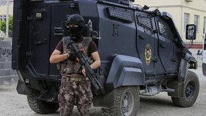 Dicle'de polis aracına EYP'li saldırı