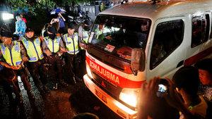 Çin'de minibüs göle düştü: 18 ölü