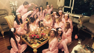 Aylin Coşkun, yeni yaşını pijama partisiyle kutladı