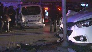 Kırmızı ışıkta bekleyen polis aracına otomobil çarptı: 2'si polis 5 yaralı