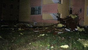 Öğrenci pansiyonunun çatısı uçtu!
