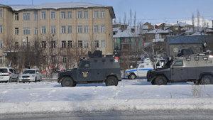 Yüksekova ve Çukurca belediyelerine operasyon