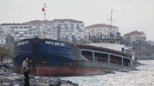 Kartal'da karaya oturan gemiler kurtarılmayı bekliyor