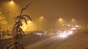 Bolu'da kar yağışı trafiği olumsuz etkiliyor