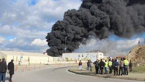 Kocaeli Dilovası'nda duvar kağıdı deposunda yangın