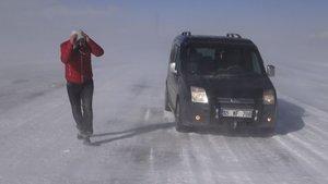Tendürek Dağı'nda vatandaşlar donma tehlikesi geçirdi