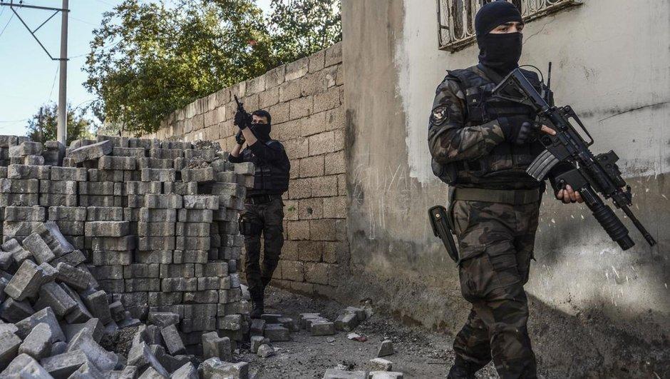 4 teröristin öldürüldüğü evde imha edildi!