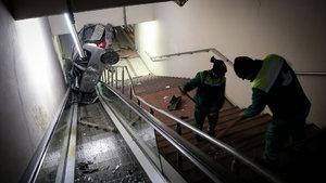 Bursa'da otomobil metro yaya alt geçidine yuvarlandı