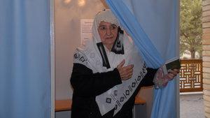 Özbekistan'da halk yeni cumhurbaşkanı için sandık başında