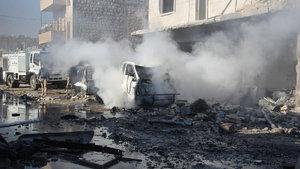 İdlib'de yerleşim yerine hava saldırısı: 12 ölü
