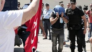 Yunanistan'dan üç darbeci asker için iade kararı!