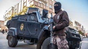 Diyarbakırda polise EYP'li saldırı