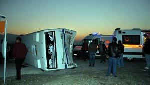 Tarım işçilerini taşıyan minibüs kaza yaptı: 21 yaralı