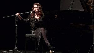Anjelika Akbar, sahnede yeni albümünü  müjdeledi