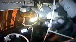 Kocaeli'de yolcu otobüsünün devrilme anı kameraya yansıdı