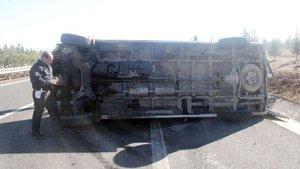 Gaziantep'de işçileri taşıyan minibüs devrildi