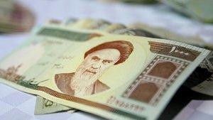 İran'ın resmi para birimi Tümen oluyor