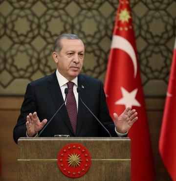 """Muhtarlara hitap eden Cumhurbaşkanı Erdoğan, """"Bu milleti seviyorsan arkadaş sen de Türk Lirası"""