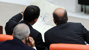 Başbakan Yardımcısı Türkeş'ten tüm partilere anlamlı hediye