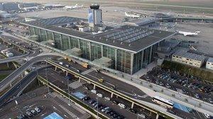 İsviçre havaalanında uçak düştü
