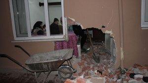 Samsun'da kayan otomobil evin duvarını yıktı