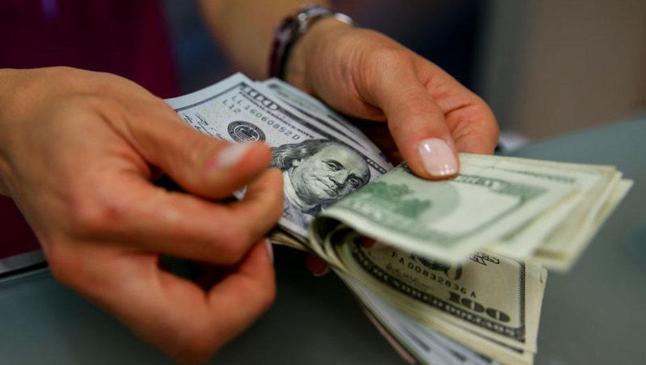 Dolardan baş döndüren hareket!