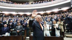 AK Parti anayasa değişikliği için imzaları tamamladı