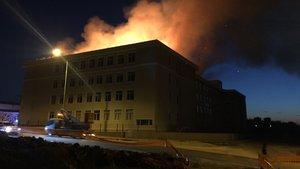 Edirne'de lisenin çatısı alev alev yandı
