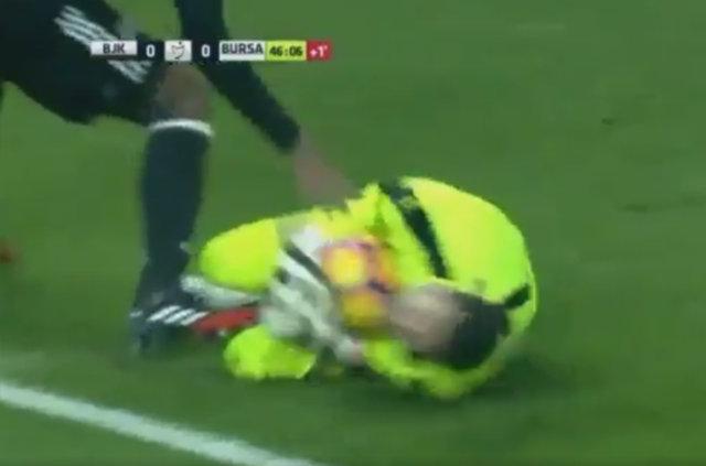 Beşiktaş - Bursaspor maçında ortalığı karıştıran pozisyon!