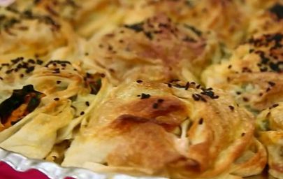 Ispanaklı havuçlu börek tarifi