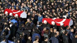İlk tören İstanbul Emniyeti'nde düzenleniyor