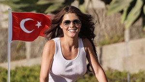 Amerikalı oyuncu Amanda Cerny İstanbul için dua istedi