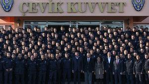 Bakan Nihat Zeybekci'den çevik kuvvete ziyaret