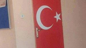 Denizli'de Türk bayraklı tuvalet kapısına tepki