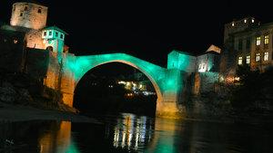 Mostar Köprüsü Halep için ışıklandırıldı