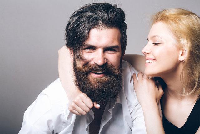Kadınlar gür sakallılarla ciddi!