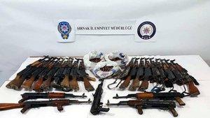 Şırnak'ta PKK'ya ait 25 adet kaleşnikof tüfek ele geçirildi