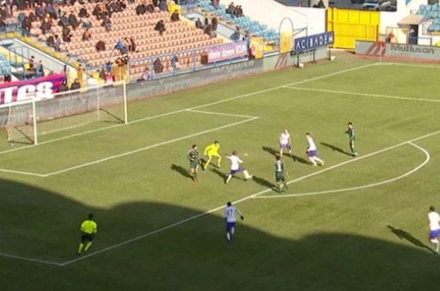 Kardemir Karabükspor - Atiker Konyaspor maçında kural hatası!