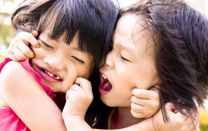 Arkadaşlarını ısıran çocuğun amacı dikkat çekmek olabilir!
