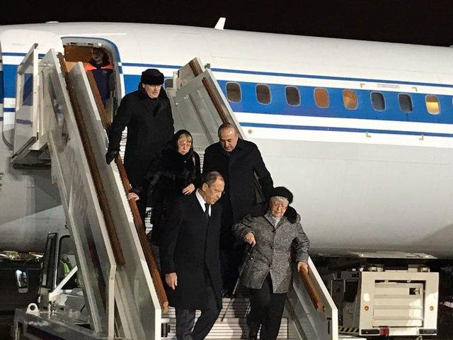 Bakan Mevlüt Çavuşoğlu Rus Büyükelçi Andrey Karlov'un ailesinin yanından ayrılmadı