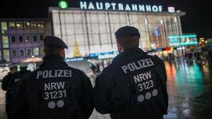 Almanya Köln'de tren istasyonunda bomba ihbarı