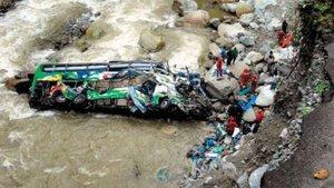 Peru'da otobüs uçuruma yuvarlandı: 12 ölü