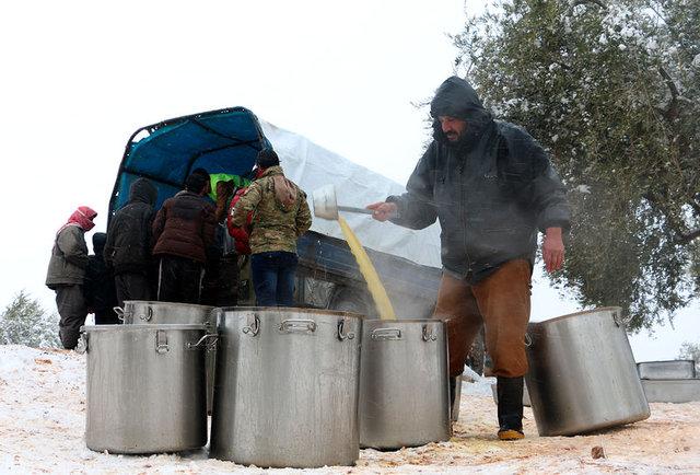 Suriye'deki kar yağışı çileye dönüştü